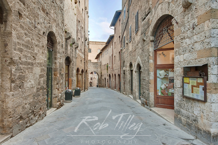 Europe, Italy, Tuscany, San Gimignano, Midieval Street and Gate
