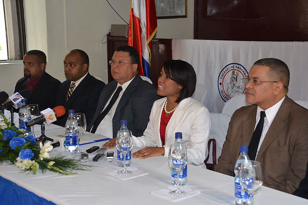 Firma de acuerdos entre Colegio de Abogados y Asoc. Dom. de Fiscales, representada por la Sra. Yissel M. Acevedo.Foto:Carmen Suárez/acento.com.do.Fecha:22/03/2012.