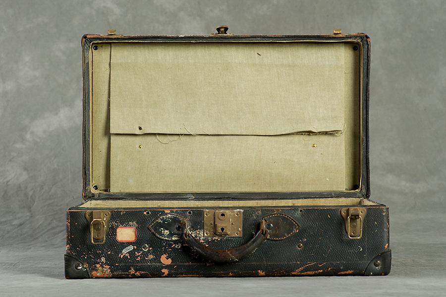 Willard Suitcases, Alice Re<br /> &copy;2013 Jon Crispin