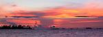 Indígenas guna / amanecer en la comarca de Guna Yala, Panamá.<br /> <br /> Panorámica de 2 fotografías / Panoramic image of 2 photographs.<br /> <br /> Edición de 25 | Víctor Santamaría.