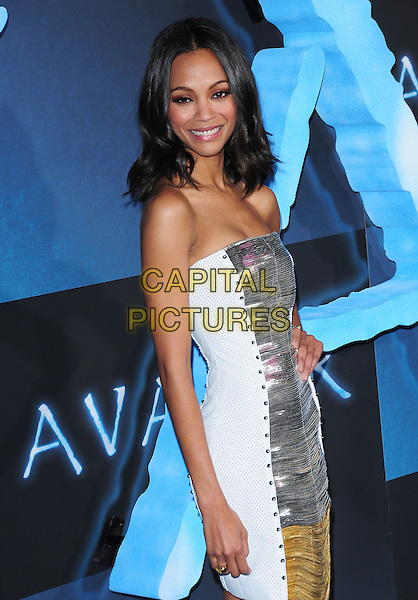 ZOE SALDANA.The Twentieth Century Fox World Premiere of Avatar held at The Grauman's Chinese Theatre in Hollywood, California, USA. .December 16th, 2009.half length silver gold strapless dress shiny white sides platform metallic studs studded.CAP/RKE/DVS.©DVS/RockinExposures/Capital Pictures.