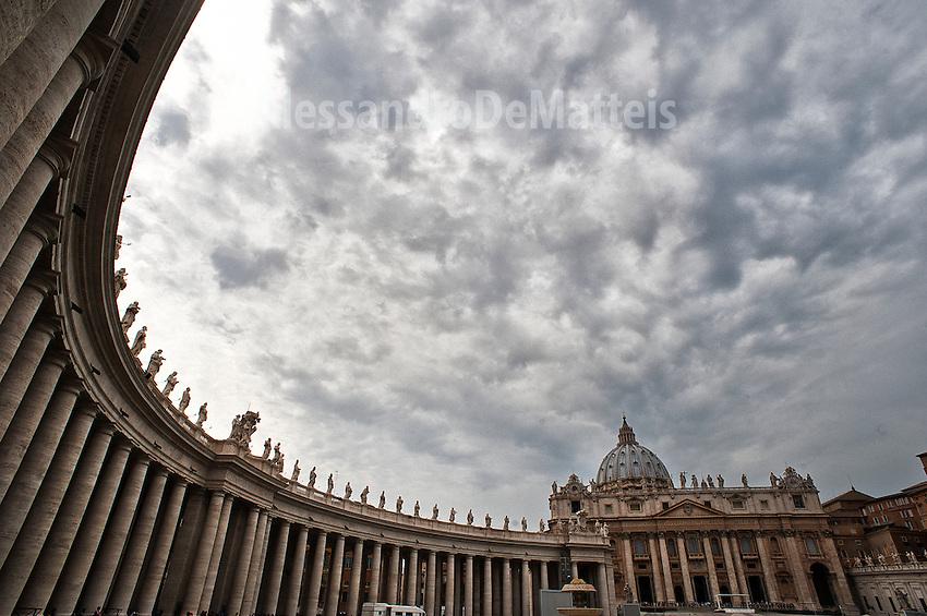 Rome - 2013 - Colonnato in Piazza San Pietro