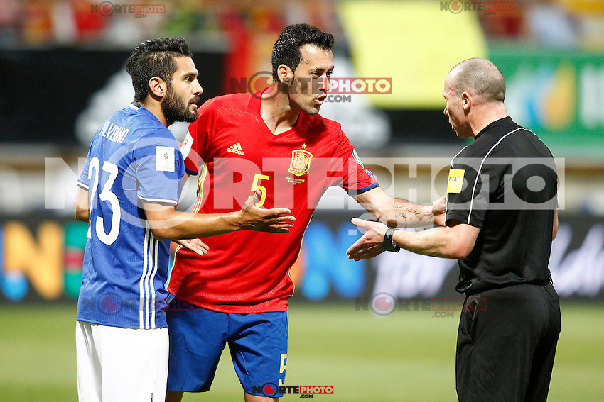 Spain's Sergio Busquets (c) and Liechtenstein's Michele Polverino (l) have words with the referee Lee Evans during FIFA World Cup 2018 Qualifying Round match. September 5,2016.(ALTERPHOTOS/Acero) /NORTEPHOTO