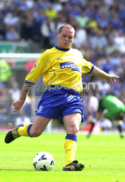 Pix: Simon Wilkinson/SWPIX. Pre Season Soccer. Blackburn v Everton..COPYWRIGHT PICTURE>>SIMON WILKINSON>>01943 436639>>..GAZZA.Paul Gascoigne kicks