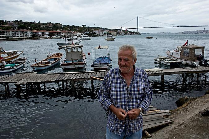 Burayhan (links) und Naci (rechts) sind Fischer / sie leben schon ihr Leben lang in Cengelk&ouml;y / hier im Hafen von Cengelk&ouml;y<br /><br />Burayhan (left) and Naci (right) are fishermen who have lived in Cengelk&ouml;y all their lives long.
