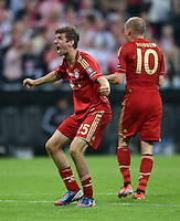 FUSSBALL   SAISON 2011/2012   CHAMPIONS LEAGUE FINALE FC Bayern Muenchen - FC Chelsea  19.05.2012 Torjubel nach dem 1:0: Thomas Mueller (li, FC Bayern Muenchen)