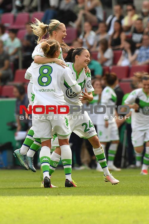 21.05.2016, RheinEnergie Stadion, Koeln, GER, DFB Pokal Finale Frauen 2015/2016  SC Sand vs VfL Wolfsburg  <br /> im Bild / picture shows: <br /> nach dem Ende des Spiel jubelt die Wolfsburger Mannschaft &uuml;ber den Pokalsieg <br /> Babett Peter ( VFL Wolfsburg #08 ) und Joelle Wedemeyer ( VFL Wolfsburg #24 )<br /> <br /> <br /> <br /> Foto &copy; nordphoto / meuter