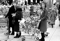 March 25, 1975 File Photo - shopping in Steinberg.
