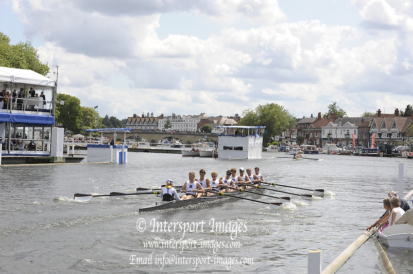 Henley, Great Britain. Brown University USA.  in a heat of the Ladies Challenge  Cup.  2009 Henley Royal Regatta Friday 03/07/2009 at  [Mandatory Credit. Peter Spurrier/Intersport Images] . HRR.