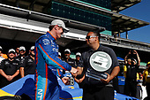 Verizon IndyCar Series<br /> Indianapolis 500 Qualifying<br /> Indianapolis Motor Speedway, Indianapolis, IN USA<br /> Sunday 21 May 2017<br /> Scott Dixon, Chip Ganassi Racing Teams Honda is congratulated by Steven Williams of Verizon<br /> World Copyright: Michael L. Levitt<br /> LAT Images<br /> ref: Digital Image levitt-0517-ims_50141
