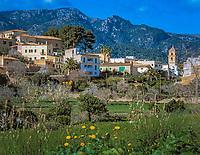 Spanien, Mallorca: Blick auf Bunyola und die Serra de Tramuntana | Spain, Mallorca: Bunyola and the Serra de Tramuntana