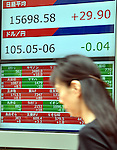 September 8, 2014, Tokyo, Japan - The U.S. dollar remains strong against the Japanese yen, being traded in the lower 105-yen range on the Tokyo foreign exchange market on Monday, September 8, 2014. On Friday, the dollar climbed to as high as 105.71 yen, its highest level since October 2008.  (Photo by Natsuki Sakai/AFLO)