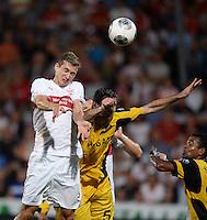 FUSSBALL   INTERNATIONAL   UEFA EUROPA LEAGUE   SAISON 2013/2014    Qualifikation VfB Stuttgart - Botev Plovdiv    08.08.2013 Daniel Schwaab (VfB Stuttgart) gegen Boban Grncharov (Botev Plovdiv)