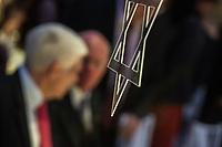 Der Zentralrat der Juden in Deutschland verlieh am 1. Februar 2018 den Leo-Baeck-Preis an den ehemaligen Bundestagspraesidenten Prof. Dr. Norbert Lammert. Damit wuerdigt der Zentralrat der Juden das ausserordentliche Engagement Prof. Lammerts fuer die Demokratie und fuer die bleibende Erinnerung an die Schoa sowie fuer die daraus resultierende Verantwortung Deutschlands fuer Israel.<br /> 1.2.2018, Berlin<br /> Copyright: Christian-Ditsch.de<br /> [Inhaltsveraendernde Manipulation des Fotos nur nach ausdruecklicher Genehmigung des Fotografen. Vereinbarungen ueber Abtretung von Persoenlichkeitsrechten/Model Release der abgebildeten Person/Personen liegen nicht vor. NO MODEL RELEASE! Nur fuer Redaktionelle Zwecke. Don't publish without copyright Christian-Ditsch.de, Veroeffentlichung nur mit Fotografennennung, sowie gegen Honorar, MwSt. und Beleg. Konto: I N G - D i B a, IBAN DE58500105175400192269, BIC INGDDEFFXXX, Kontakt: post@christian-ditsch.de<br /> Bei der Bearbeitung der Dateiinformationen darf die Urheberkennzeichnung in den EXIF- und  IPTC-Daten nicht entfernt werden, diese sind in digitalen Medien nach &sect;95c UrhG rechtlich geschuetzt. Der Urhebervermerk wird gemaess &sect;13 UrhG verlangt.]