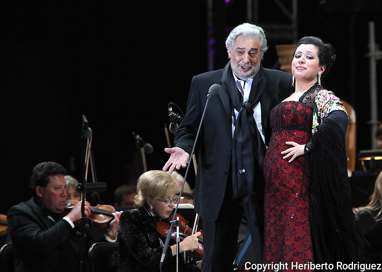 Opera soprano singer Maria Alejandres and tenor singer Placdo Domingo perform an opera song during the Concert of the Angel in Mexico City, December 19, 2009. Domingo and Alejandres played the concert with sopranos singers Olivia Gorra and Eugenia Garza. Photo by Heriberto Rodriguez