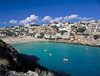 ESP, Spanien, Balearen, Menorca, Cala en Porter: Bucht, Strand und Feriensiedlung im Suedosten | ESP, Spain, Balearic Islands, Menorca, Cala en Porter: bay, beach and resort