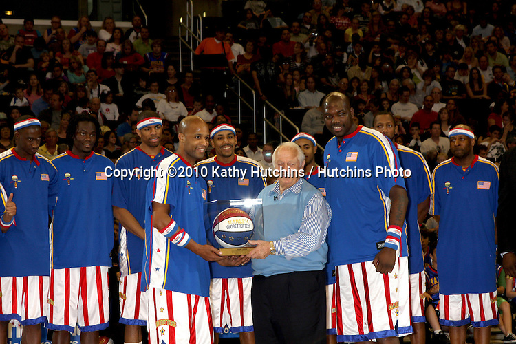 Tommy Lasorda & Harlem Globetrotters.at the Harlem Globetrotters Game .Staples Center.Los Angeles, CA.February 14, 2010.©2010 Kathy Hutchins / Hutchins Photo....