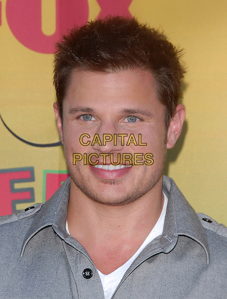 NICK LACHEY.At The 2006 Teen Choice Awards - Arrivals, .held at The Universal Ampitheatre in Universal City, California, USA, August 20th 2006..portrait headshot.Ref: DVS.www.capitalpictures.com.sales@capitalpictures.com.©Debbie VanStory/Capital Pictures