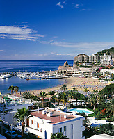 Spanien, Kanarische Inseln, Gran Canaria, Puerto Rico: Yachthafen und Strand | Spain, Canary Island, Gran Canaria, Puerto Rico: yacht harbour and beach