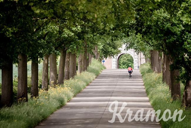 Maastrichterallee cobbled section in Alden Biesen (Bilsen)<br /> <br /> Limburg cycling hotspots<br /> Cycling In Flanders <br /> Flanders Tourist Board<br /> <br /> ©kramon