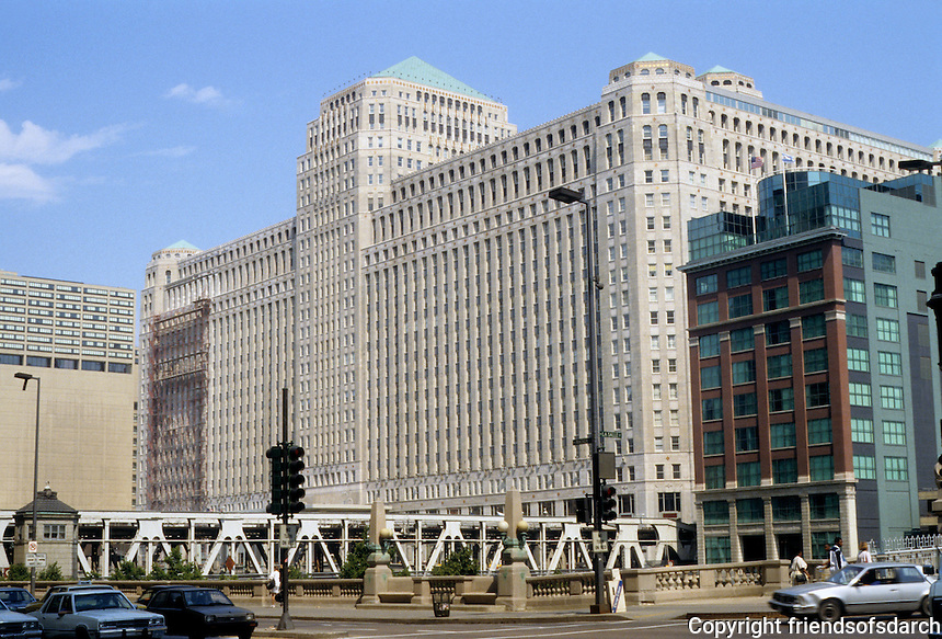 Chicago: Merchandise Mart, 1930. The River, North Bank. Architects Graham, Anderson,  Probst & White.