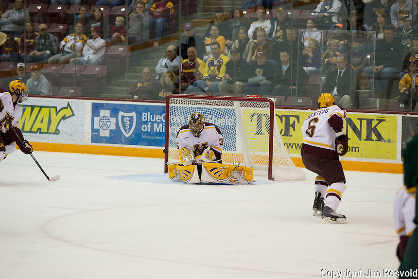 21 Oct 11: Kent Patterson (Minnesota - 35) The University of Minnesota Golden Gophers host the University of Vermont Catamounts in a non-conference matchup at Mariucci Arena in Minneapolis, MN.