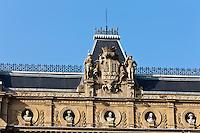 Europe/Espagne/Guipuscoa/Pays Basque/Saint-S&eacute;bastien: Place de Guipuzcoa - l'&eacute;difice du Conseil g&eacute;n&eacute;ral - Diputaci&oacute;n Foral <br /> Les b&acirc;timents remarquables de la Diputaci&oacute;n Foral de Gipuzkoa -inspir&eacute; par l'Op&eacute;ra de Paris