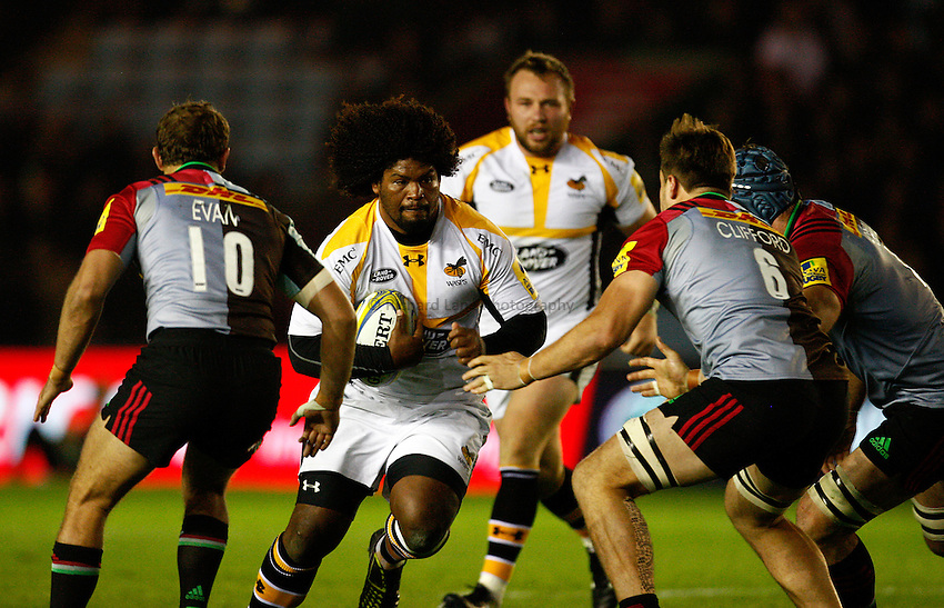 Photo: Richard Lane/Richard Lane Photography. Aviva Premiership. Harlequins v Wasps. 16/10/2015. Wasps' Ashley Johnson attacks.