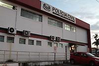 CAMPINAS, SP 27.02.2018-POLICIA-A Pol&iacute;cia Civil de Campinas (SP) prendeu um suspeito de estuprar e matar uma mulher na Estrada do Campo Grande, entre o Jardim Florence e o Jardim S&atilde;o Luiz, na noite de segunda-feira (26).<br /> Ele foi preso ap&oacute;s a&ccedil;&atilde;o conjunta de policiais civis da 2&ordf; Delegacia Seccional de Pol&iacute;cia, 2&ordf; Delegacia de Defesa da Mulher (DDM), e 11&ordm; Distrito Policial (DP) da cidade. Tamb&eacute;m foi utilizado o helic&oacute;ptero do Servi&ccedil;o Aerot&aacute;tico (SAT) na opera&ccedil;&atilde;o. A pol&iacute;cia informou que ele tem 20 anos e foi preso na casa da av&oacute;. (Foto: Denny Cesare/Codigo19)