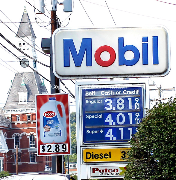 Waterbury, CT-26 July 2012-072612CM01-  The Mobil gas station on South Main Street Thomaston shows gas prices at 3.81.  Gas prices in the state are on the rise again.   Christopher Massa Republican-American