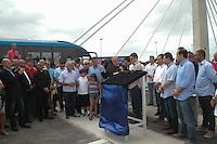 RIO DE JANEIRO, RJ, 24.12.2013 - O prefeito Eduardo Paes inaugura nesta terça-feira a ponte estaiada cardeal Dom Eugênio Salles na Barra da Tijuca do trecho do BRT Transcarioca. Com aproximadamente 900 metros de extensão (incluindo os acessos), a ponte fica sobre a ligação das lagoas de Jacarepaguá e da Tijuca, na Avenida Ayrton Senna próximo à Avenida Abelardo Bueno. Durante a inaguração o arcebispo do Rio, Dom Orani Tempesta faz a benção da mesma. (Foto. Néstor J. Beremblum / Brazil Photo Press)