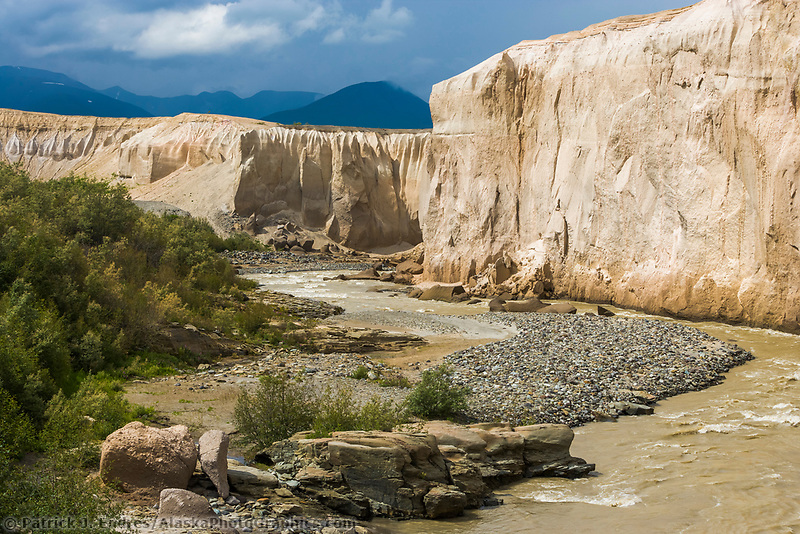 Ukak river carved through ash from the 1912 Novarupta volcano eruption. Valley of ten thousand smokes, Katmai National Park, Alaska.