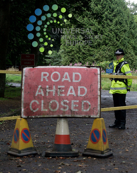 Pic Maurice McDonald. 20 August 2005. .Police stand at the entrance to Bangour Village Hospital as police search the Hospital after 11- year old Rory Blackwell was found on Sunday in Deans. See News Copy..Universal News & Sport (Scotland) Tel : 07860 910061.