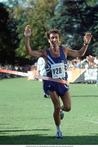 VLADIMIR KOTOV wins the 1989 VAX Marathon, Birmingham, 890. Photo: Chris Barry/Action Plus...athletics.finish tape.finishing tape.1989.man.male