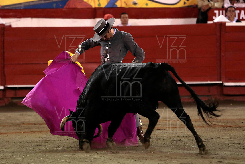MANIZALES- COLOMBIA - 11 - 01 - 2018: Enrique Ponce,  torero español en acción durante festival Taurino en la Plaza de toros de Manizales, durante la feria de la ciudad de Manizales. / Enrique Ponce, Spanish bullfighter in action during the bullfighting festival in the Manizales's Bullring, during the fair in Manizales city. Photo: VizzorImage  / Santiago Osorio / Cont.