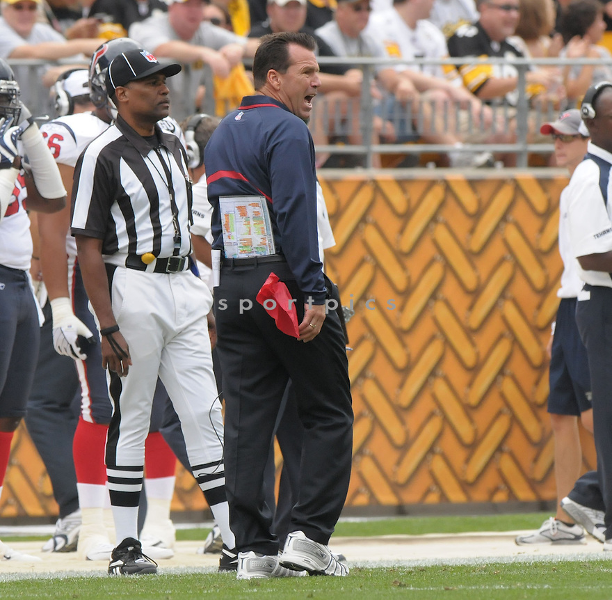 HEAD COACH GARY KUBIAK, of the Houston Texans, in action during the Texans, game against the Pittsburgh Steelers  in Pittsburgh, Pennsylvania on September 7, 2008..The Pittsburgh Steelers won 38-17