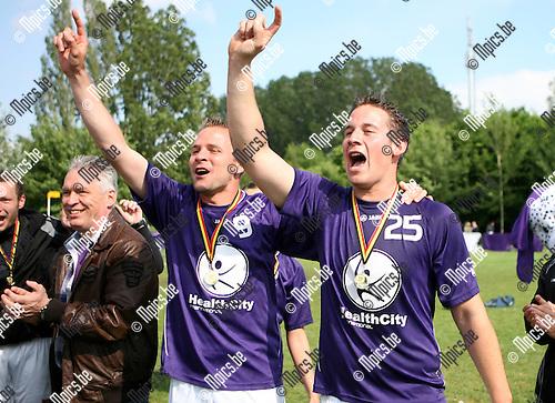 2010-05-30 / Seizoen 2009-2010 / Korfbal / De spelers van Riviera vieren hun kampioenschap..Foto: mpics