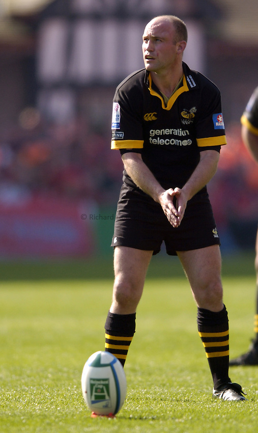 Photo. Richard Lane. .Munster v London Wasps. Heineken Cup Semi Final. 25/04/2004..Alex King lines up a kick..