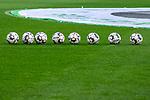 Aus 1. BL Saison 2018/19 VfL Wolfsburg gegegn Borussia Dortmund 0:1 am 03.11.208. Im Foto: Derbystar Fu&szlig;b&auml;lle - hier bei Spieleraufw&auml;rmung<br />DFB regulations prohibit any use of photographs as image sequences and/or quasi-video. <br /> Foto &copy; nordphoto / Engler