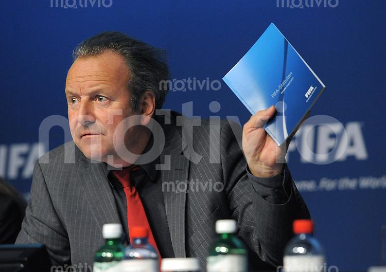 Fussball International 30.11.2011 Der renommierte Governance-Experte Prof. Dr. Mark Pieth ist  Vorsitzender der unabhaengigen Kommission fuer Governance