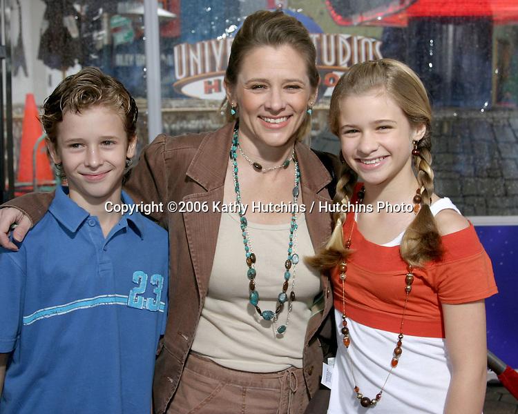 Cayden Boyd.their mom.Jenna Boyd.Nanny McPhee Premiere.Universal Studios.Los Angeles, CA.January 14, 2006.©2006 Kathy Hutchins / Hutchins Photo....