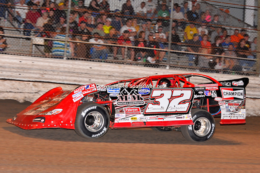 Feb 20, 2014; 6:53:02 PM;  Barberville, FL, USA;  World of Outlaws Late Model Series for 43rd Annual DIRTcar Nationals presented by Summit Racing Equipment at Volusia Speedway Park.  Mandatory Credit: (thesportswire.net)