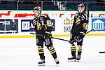 Stockholm 2014-01-18 Ishockey SHL AIK - F&auml;rjestads BK :  <br /> AIK:s Jonas Liwing oxh AIK:s Theodor Lennstr&ouml;m deppar efter matchen<br /> (Foto: Kenta J&ouml;nsson) Nyckelord:  depp besviken besvikelse sorg ledsen deppig nedst&auml;md uppgiven sad disappointment disappointed dejected