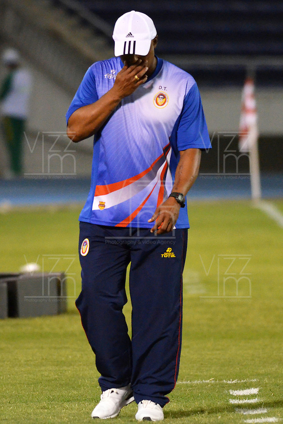 BARRANQUILLA - COLOMBIA -05 -04-2014: Jose  M. Rodriguez,, técnico de Universidad Autonoma durante partido entre Universidad Autonoma y Alianza Petrolera por la fecha 15 entre de la Liga Postobon I 2014, jugado en el estadio Metropolitano Roberto Melendez de la ciudad de Barranquilla. / Jose  M. Rodriguez, coach of Universidad Autonoma during a match between Universidad Autonoma and Alianza Petrolera for the date 15th of the Liga Postobon I 2014 at the Metropolitano Roberto Melendez Stadium in Barranquilla city. Photo: VizzorImage  / Alfonso Cervantes / Str