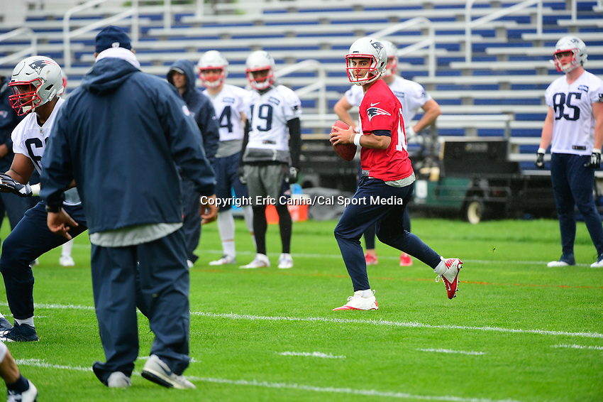 June 6, 2017: New England Patriots quarterback Jimmy Garoppolo (10) throws a pass at the New England Patriots mini camp held on the practice field at Gillette Stadium, in Foxborough, Massachusetts. Eric Canha/CSM