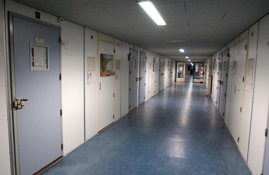 Breda, 16 febr 2005. PI Breda, penitiaire inrichting, gevangenis. Koepel gevangenis Breda..Humanistisch raadsvrouw Marijke vd Weerd..Foto (c) Michiel Wijnbergh