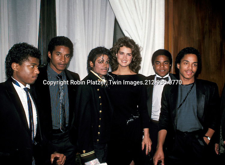 Michael Jackson, Brooke Shields and his brothers in February 1984