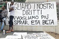 Roma, 11 Maggio 2016<br /> I richiedenti asilo del centro di accoglienza in Via Tiburtina, occupanola struttura per protestare contro la mala gestione della cooperativa ETA BETA che gestisce il centro SPRAR (Sistema di Protezione Richiedenti asilo e Rifugiati).<br /> Refugees occuping the centre against the mismanagement of the coop.<br /> Rome, May 11, 2016<br /> Asylum seekers living in the center in Via Tiburtina, occupy the building that houses them to protest against the mismanagement of the cooperative ETA BETA  that runs the center SPRAR (Protection System for Asylum and Refugees).