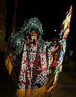 RECIFE, PE, 05.02.2016 - CARNAVAL-PE- Foliões se divertem ao som de muito frevo e maracatu nas ruas do Recife Antigo, na abertura oficial do Carnaval do Recife, na noite desta sexta-feira, 05.(Foto: Jean Nunes/Brazil Photo Press)