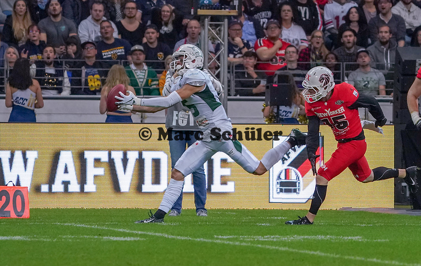 WR Tyler Rutenbeck (Schwäbisch Hall Unicorns) fängt den Ball - 12.10.2019: German Bowl XLI Braunschweig Lions vs. Schwäbisch Hall Unicorns, Commerzbank Arena Frankfurt